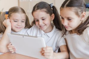 ADVANTAGES OF USING MOBILE APPS IN EDUCATION